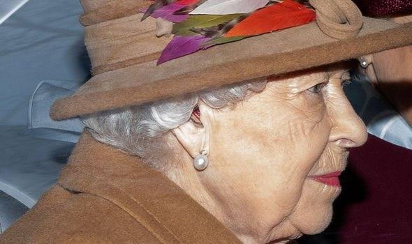 audífonos invisibles Reina Isabel