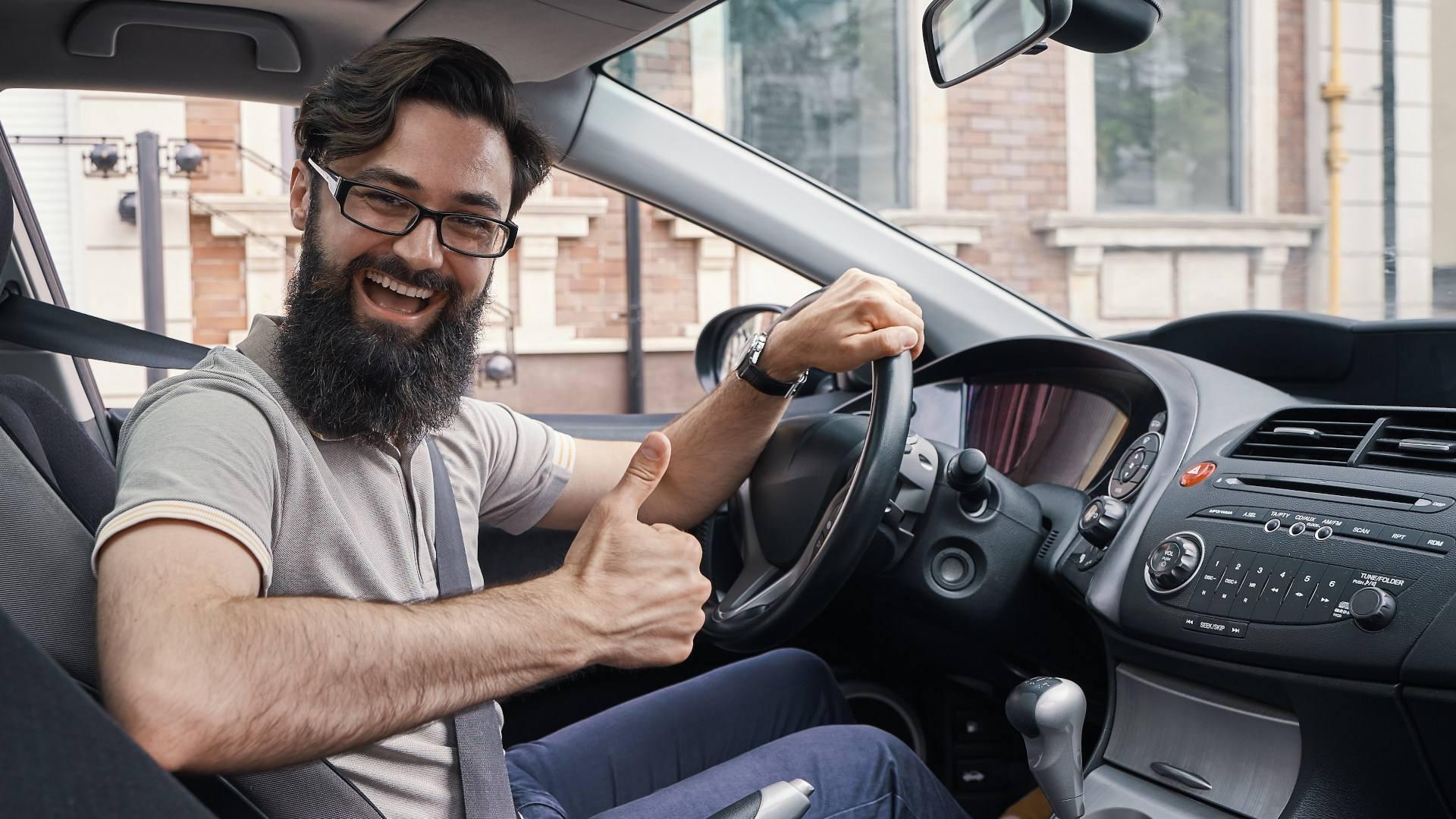 Sordo conduciendo